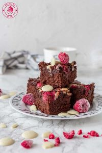ciasto czekoladowe z malinami i białą czekoladą