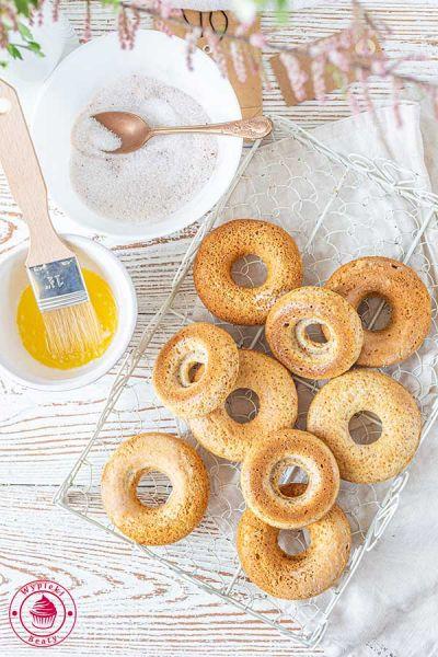 pieczone donuty z cynamonem