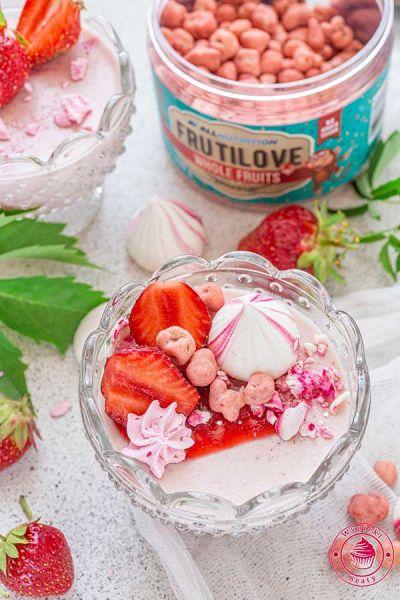 truskawkowy deser na zimno