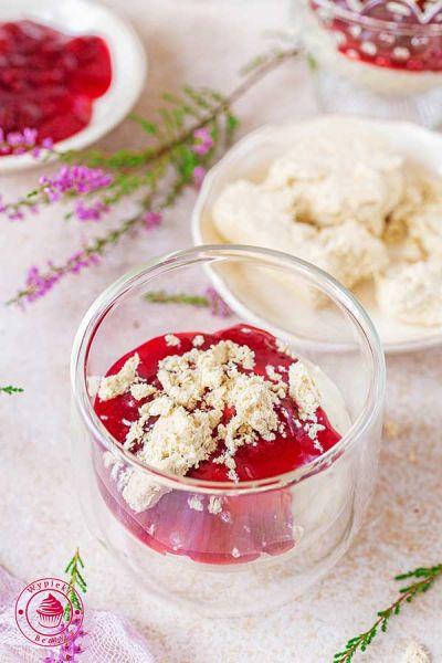 deser na zimno z chałwą i wiśniami